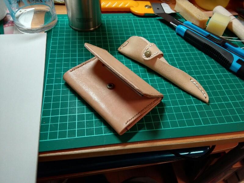 革製品の小物類を作る